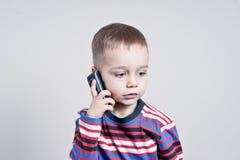 Chłopiec opowiada telefon Fotografia Stock