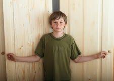 Chłopiec otwarcia garderoby Zdjęcie Royalty Free
