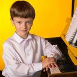 Chłopiec pianino Fortepianowy gracz Zdjęcie Stock