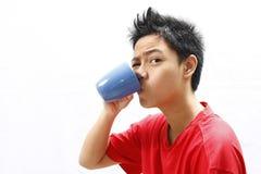 Chłopiec Pije od kubka Obrazy Stock