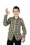Chłopiec pokazuje ok odizolowywa Fotografia Royalty Free