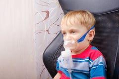 Chłopiec robi inhalaci z nebulizer Obraz Royalty Free