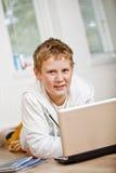 chłopiec robi nastoletniej jego pracie domowej Fotografia Stock