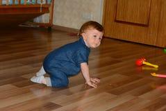 Chłopiec 1 roczniaka dom obraz royalty free