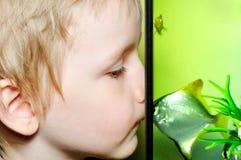 chłopiec ryba Fotografia Stock