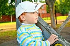 chłopiec spacer Zdjęcia Royalty Free