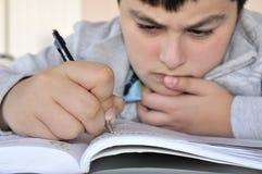 chłopiec studiowania potomstwa Obraz Stock