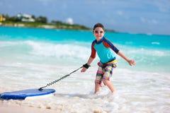 Chłopiec surfing Zdjęcia Stock