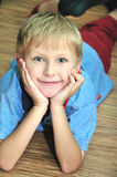 chłopiec target925_0_ Zdjęcia Stock