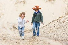 Chłopiec w szeryfa kapeluszu z pistoletem Zdjęcie Royalty Free