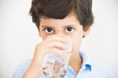 Chłopiec woda pitna Zdjęcie Royalty Free