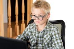 chłopiec z laptopem Zdjęcie Stock