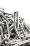 Chaîne argentée en métal sur un fond Photo libre de droits