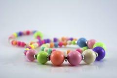 Chaîne colorée de perles Image libre de droits