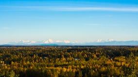 Chaîne d'Alaska dans l'automne Image libre de droits
