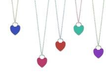 Chaîne de bijoux avec des pendants de coeur Photos libres de droits