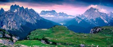 Chaîne de Cadini di Misurina, en parc national Tre Cime di Lavaredo Photos libres de droits