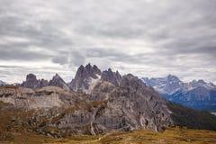 Chaîne de Cadini di Misurina en parc national Tre Cime di Lavaredo Images libres de droits