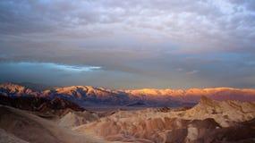 Chaîne de montagne d'Amargosa de bad-lands de lever de soleil Death Valley Zabriske Images libres de droits