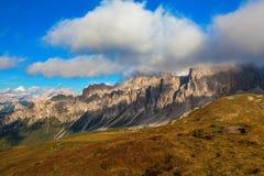 Chaîne de montagne dans les dolomites, Italie Images libres de droits