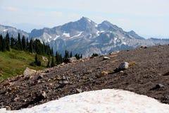 Chaîne de montagne de cascade Photographie stock