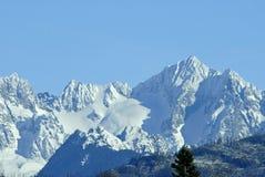Chaîne de montagne de cascade Photos libres de droits