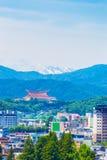 Chaîne de montagne de neige de paysage de ville de Takayama V Photos stock