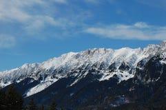 Chaîne de montagne de Piatra Craiului en hiver images libres de droits