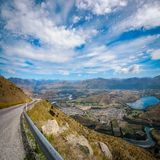 Chaîne de montagne spectaculaire de la voie d'accès remarquable images stock