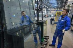 Chaîne de production en verre Photographie stock libre de droits
