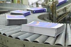 Chaîne de production excentrée de livre d'usine d'impression images stock