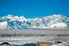 Chaîne de Stok Kangri en hiver, Leh-Ladakh, Inde Photos stock