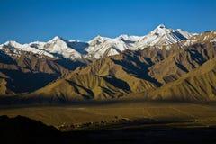 Chaîne de Stok Kangri et vallée de Leh, Leh-Ladakh, Inde Images libres de droits