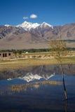 Chaîne de Stok Kangri et vallée de Leh, Leh-Ladakh, Inde Images stock