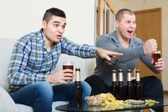 Chaîne de télévision de commentaire de sport d'amis Image libre de droits