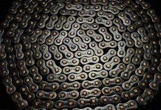 Chaîne de vélo lovée dans la spirale image libre de droits