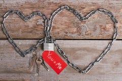 Chaîne en forme de coeur, serrure et clés Photographie stock