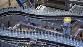Chaîne industrielle automatisée des boissons de bouteilles automation et robots d'industrie clips vidéos