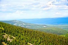 Chaîne Kvarkush 8 d'Ural de montagne Images stock