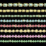 Chaînes d'or et d'argent avec les pierres précieuses de diverses facettes illustration de vecteur
