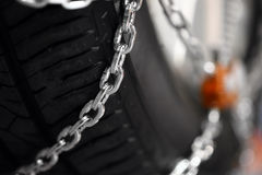 Chaînes de neige sur le pneu Photos libres de droits
