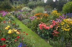 Chałupa ogród obrazy royalty free
