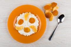 Chałupa ser z kwaśną śmietanką, tangerines, wysuszone morele w pl Zdjęcia Stock