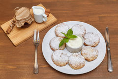 Chałupa sera fritters lub bliny Tradycyjna rosjanina i kniaź kuchnia Zdjęcia Stock