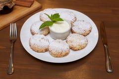 Chałupa sera fritters lub bliny Tradycyjna rosjanina i kniaź kuchnia Zdjęcia Royalty Free