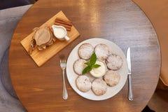 Chałupa sera fritters lub bliny Tradycyjna rosjanina i kniaź kuchnia Obrazy Royalty Free