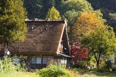 Chałupy i ryż pole w małej wiosce iść Japan. aut Obraz Royalty Free