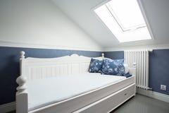 Chałupy stylowy łóżko Fotografia Royalty Free