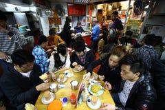 Cha chaan teng Gaststätte in Hong Kong stockfotos