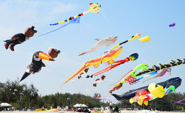 CHA-, MORGENS-STRAND - 28. MÄRZ: Internationales Drachen-Festival Thailands Stockbild